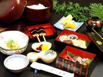朝食一例 お客様に大好評の「豆腐の八丁味噌田楽」がお楽しみ頂けます。
