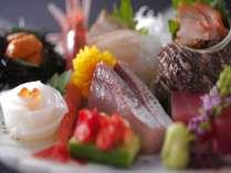 日本海がはぐくんだ四季折々の魚介類。新鮮さを味わうならやっぱりお刺身が一番!