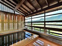 千曲川を望む露天風呂(こちらは男湯)