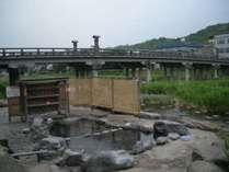 【三朝温泉】名物の河原風呂