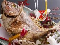 【追加料理:鯛の塩焼き】 5,000円(税別) ※写真はお祝い風アレンジ