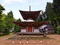 *多宝塔/国宝仏教建築の仏塔の一つ。重要文化財の秘仏、五智如来(ごちにょらい)像が安置されています。