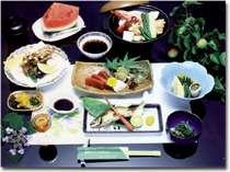 海の幸と山の幸を使った会席料理※写真は一例です