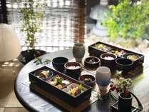 目覚めの一口に優しい京都老舗仕出し料理のお味をぜひご堪能くださいませ。