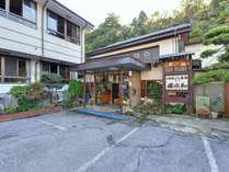 *当館は養老渓谷温泉街のちょうど中央あたりにございます。