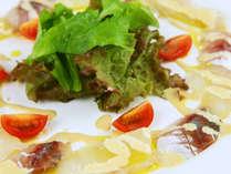 洋食ディナーコースのアジとタイのカルパッチョ☆素材を活かしながら調理された1品です。