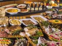 <夕食>海の幸を中心としたリゾートならではのバラエティ豊かな和・洋・中バイキング料理。