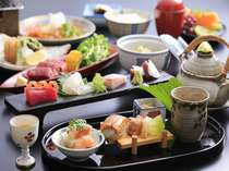 季節の旬の食材を使った会席料理を御用意させて頂いております。