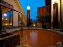 夕暮れ時の露天風呂です。有馬温泉街が一望出来ます。