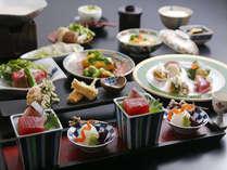 季節の旬の食材を使った会席料理をご用意させて頂いております。
