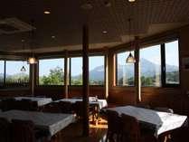 ダイニングからは、磐梯山が眺められます。
