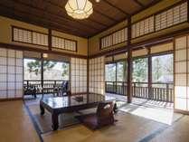 旧三菱財閥岩崎家の別邸だった「春風荘」の客室一例(雲井)