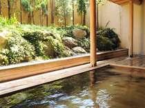 ヒノキの香り漂う露天風呂