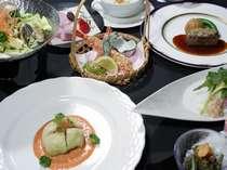 信州サーモンなど地元食材を和洋折衷コースでご用意致します