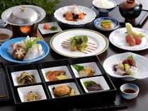 【ご夕食(例)】6品の箱膳など彩り豊かな御膳ディナーで季節のお料理をお愉しみください。