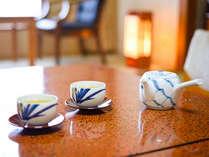 お部屋でのんびり。おつき菓子とお茶で、ほっと一息。