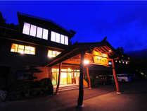 ☆名勝「かずら橋」からいちばん近い宿☆ 徒歩10分(#^.^#) 家族の暖かな心でで営む料理宿です♪