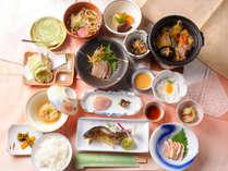 アユの塩焼き、祖谷そば、こんにゃく、山菜の天婦羅、山いもなど、地元の幸でつくる優しい味の品々(^^♪