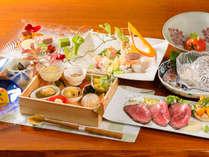 ・季節を彩るお料理。月毎にかわるお品を楽しみにリピーター様が足を運んで下さいます。 夕食/一例
