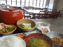 *【朝食一例】和食または洋食を日替わりでご用意致します。