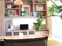 オーシャンビューの広々としたリビングルームには琉球畳を起用。