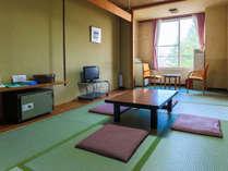 【和室8畳】キトウシの森から流れる癒しの森の香りと静寂な空間でのんびり寛げるお部屋