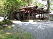 *周囲を大自然に囲まれ、合宿にも最適な広々としたお食事会場です。