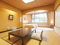 【和洋室】和室とベッドルームは障子で仕切れます。二間としてもお使いいただけます。