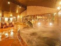 ☆女子大浴場内風呂☆ライトアップされた滝を眺めての入浴。落ち着きます♪