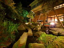 当館の中庭です。出来るだけ、自然に近い設えにしています。