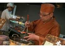 【夕食】調理人が目の前で、揚げたての天ぷらや魚の塩焼きをご提供致します。