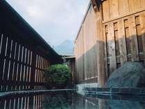 雄大な由布岳を望む露天風呂