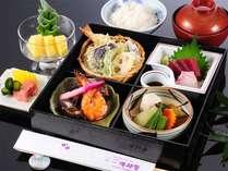 お得な2食付6800円プラン夕食例:お食事の量が控えめなので少食の方にオススメ
