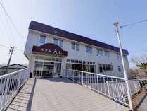 *三沢駅より徒歩1分に佇む当館。ビジネスや観光の拠点にご利用下さい。