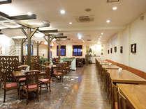 オリエンタル調の雰囲気でまとめられた店内で、沖縄創作料理を召し上がれ。
