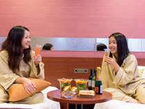 【大人のちょっと贅沢旅】cafeで購入したデリをお部屋で楽しむこともできます♪