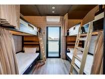 4名個室。テラス付。ファミリーやグループに大人気。ベッドの空間は大変広くゆったり。