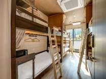 ファミリールーム7名個室は楽しい2段ベッドのプライベートルーム
