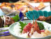 当館から徒歩圏内の、三国漁港で揚がる、新鮮そのものの素材を使用。
