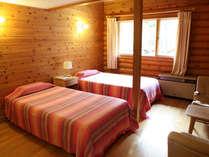 全室メゾネットタイプ。無垢の木を使った落ち着きのあるお部屋です。ロフトは和ふとんでお休み頂けます。