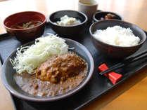[日替わりお手軽無料夕食]カレーハンバーグ定食
