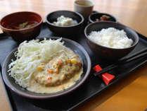 [日替わりお手軽無料夕食]クリームシチューハンバーグ定食