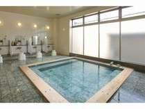 金時湯:体を芯から温め、疲労を回復させる炭酸泉の大浴場です