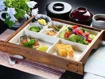 朝食の一例です。和食をご賞味頂きます。
