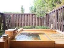 離れ【和室10畳+露天風呂付】源泉掛け流しのお湯を愉しめます。