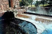露天風呂。川のせせらぎを感じながらのんびりご入浴。