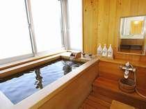 飛燕閣 和洋特別室の檜風呂 檜の香りが魅力ですね