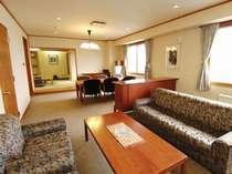 聴水閣特別室 一般客室3部屋分の広さがあり景観もお楽しみ頂けます。