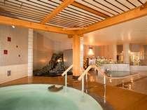 広々とした大浴場は天井も高くて開放感あふれる空間です。「美白の湯」をこころゆくまで堪能してください