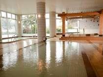 源泉掛け流し100%の「美肌の湯」は入浴後お肌がつるつるになると評判です。